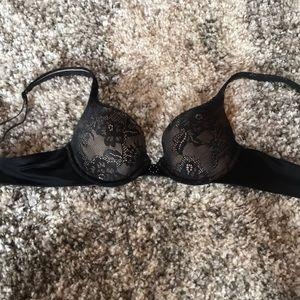 Maidenform 34A black lacy bra